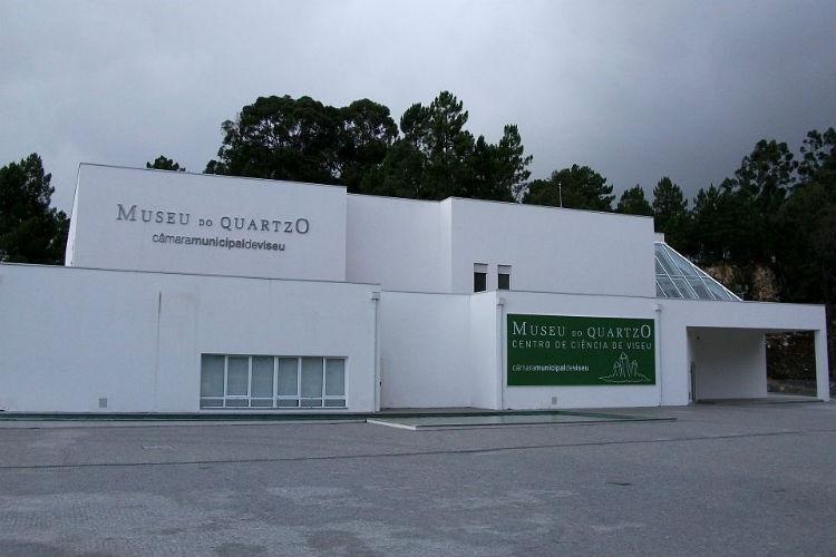 Museu do Quartzo expõe histórias sobre a exploração mineira em Santa Luzia