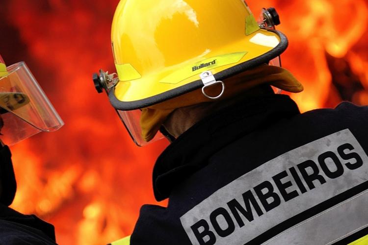 Incêndio em Escola do 1º Ciclo de Pinho em São Pedro do Sul
