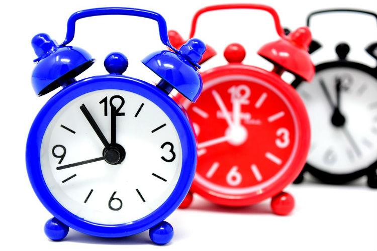 Relógios atrasam 60 minutos na próxima madrugada